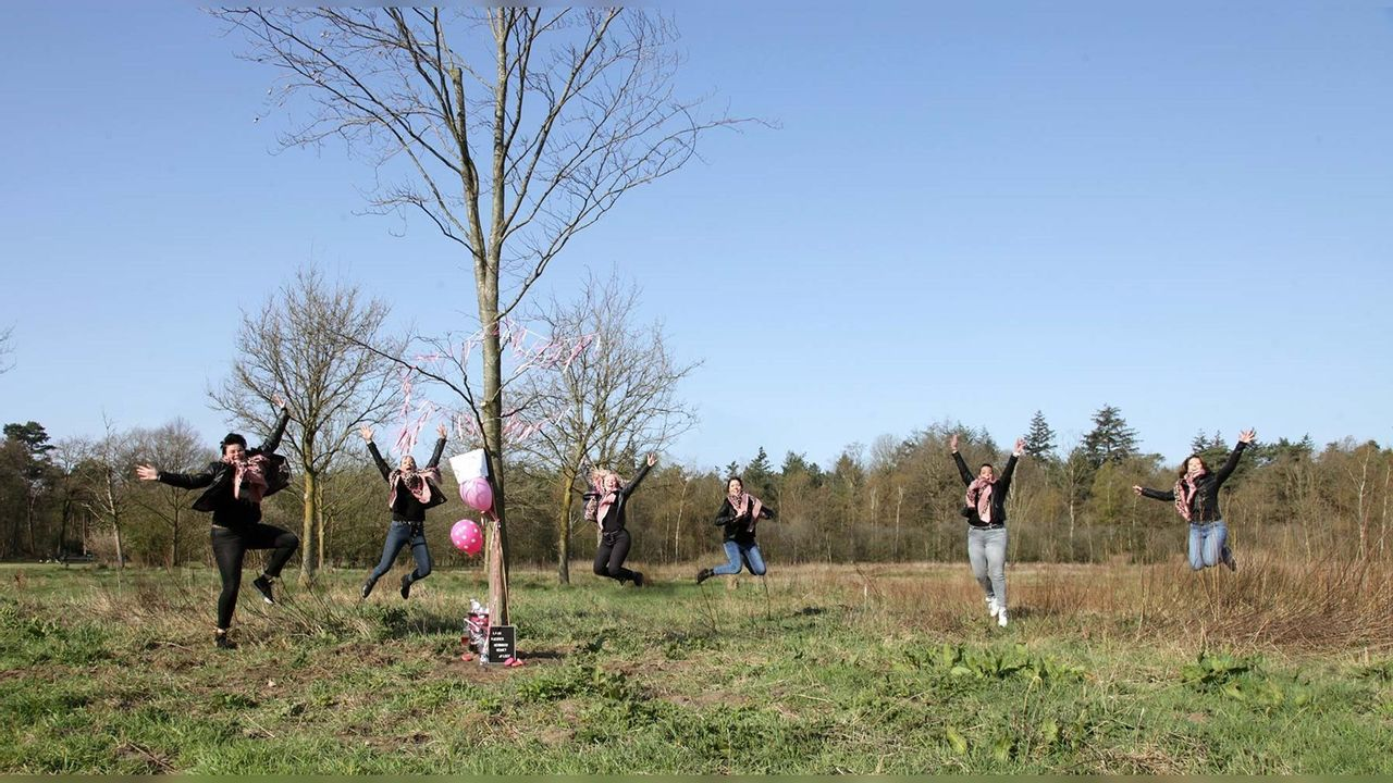 Onthulling herinneringsboom van Stichting Vier het Leven